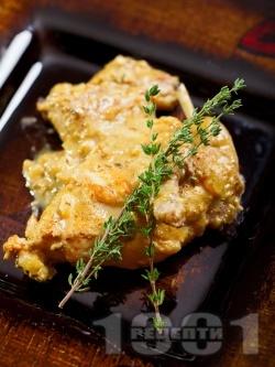 Вкусно задушено заешко месо в сос от горчица, лук, сметана, мащерка и бяло вино - снимка на рецептата